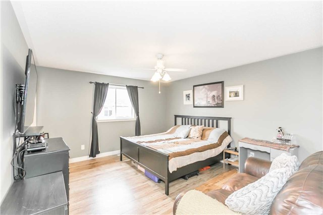 Detached at 192 Sproule Dr, Barrie, Ontario. Image 3