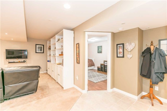Detached at 192 Sproule Dr, Barrie, Ontario. Image 5