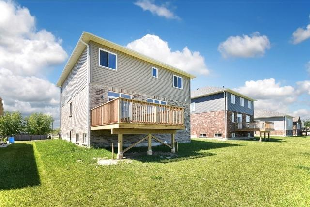 Detached at 233 Centre St, Clearview, Ontario. Image 13