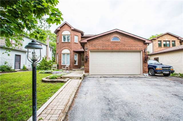Detached at 27 Moore Pl, Barrie, Ontario. Image 1