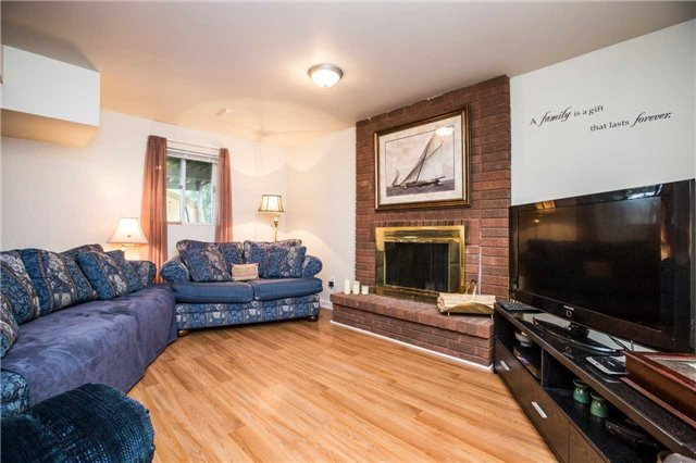 Detached at 27 Moore Pl, Barrie, Ontario. Image 5