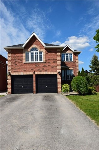 Detached at 5 Round Leaf Crt, Barrie, Ontario. Image 1