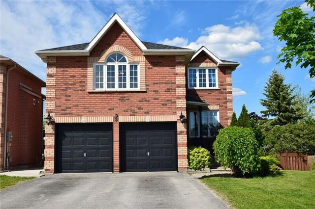 Detached at 5 Round Leaf Crt, Barrie, Ontario. Image 12