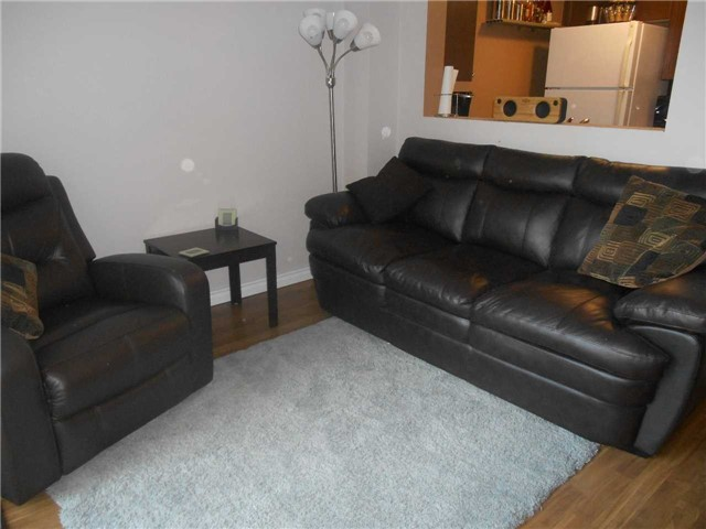 Townhouse at 38 Kenwell Cres, Unit 25, Barrie, Ontario. Image 7