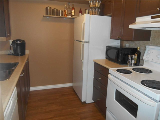 Townhouse at 38 Kenwell Cres, Unit 25, Barrie, Ontario. Image 13