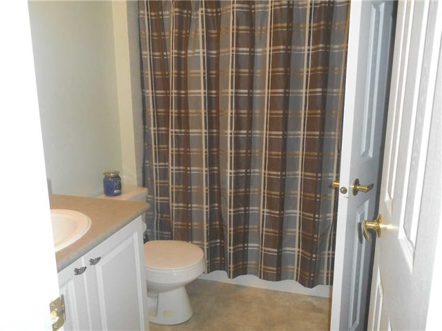 Townhouse at 38 Kenwell Cres, Unit 25, Barrie, Ontario. Image 4