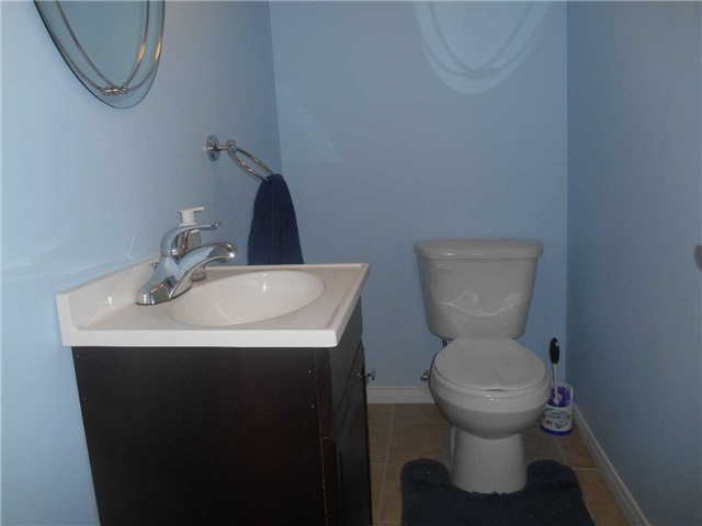 Townhouse at 38 Kenwell Cres, Unit 25, Barrie, Ontario. Image 6