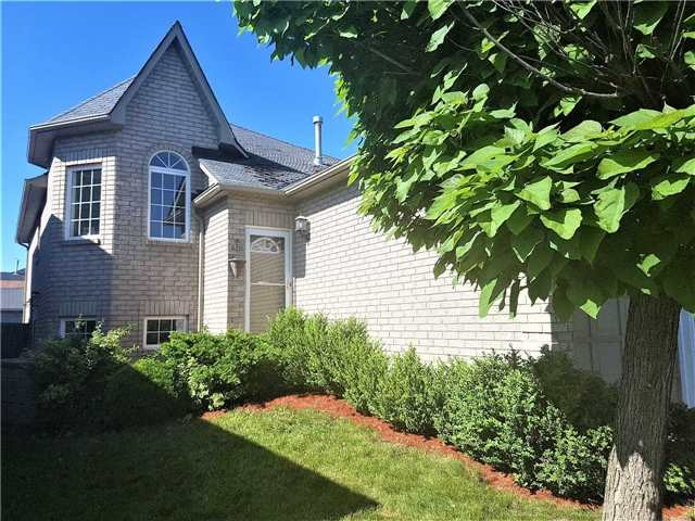Detached at 156 Country Lane, Barrie, Ontario. Image 12