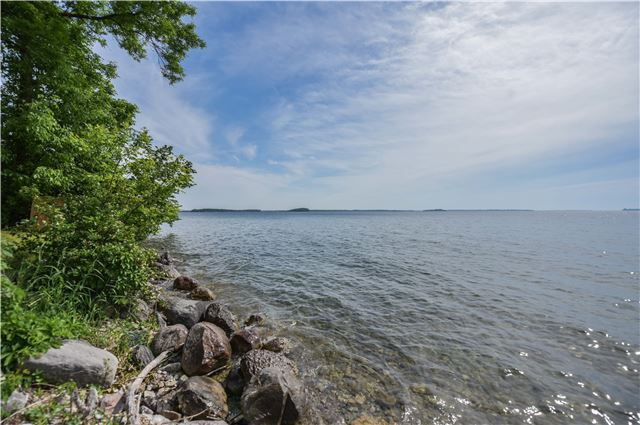 Detached at 259 Moon Point Dr, Oro-Medonte, Ontario. Image 8