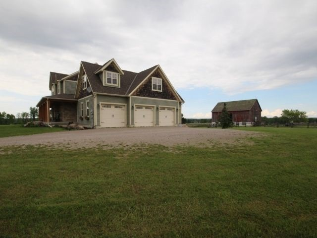 Detached at 2800 Highway 26, Springwater, Ontario. Image 14
