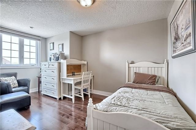 Detached at 55 Nathan Cres, Barrie, Ontario. Image 3