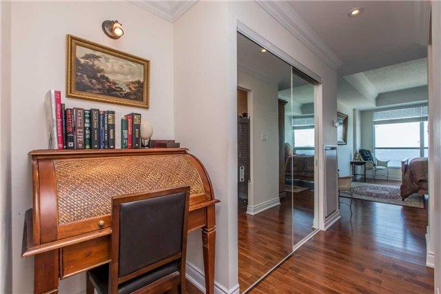 Condo Apartment at 37 Ellen St, Unit 1308, Barrie, Ontario. Image 14
