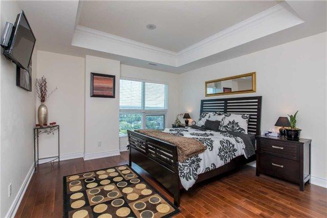 Condo Apartment at 37 Ellen St, Unit 1308, Barrie, Ontario. Image 16