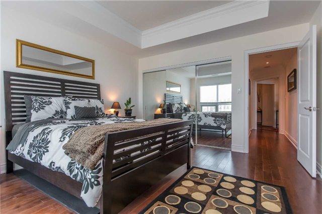 Condo Apartment at 37 Ellen St, Unit 1308, Barrie, Ontario. Image 17