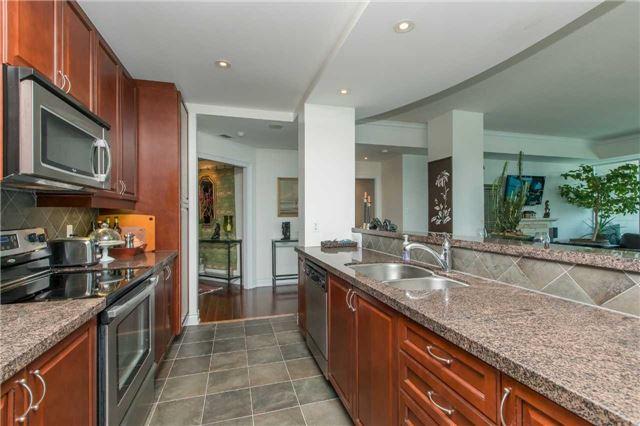 Condo Apartment at 37 Ellen St, Unit 1308, Barrie, Ontario. Image 3