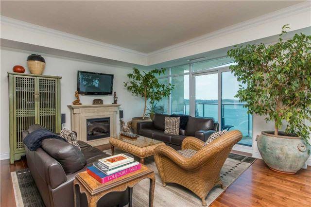 Condo Apartment at 37 Ellen St, Unit 1308, Barrie, Ontario. Image 6