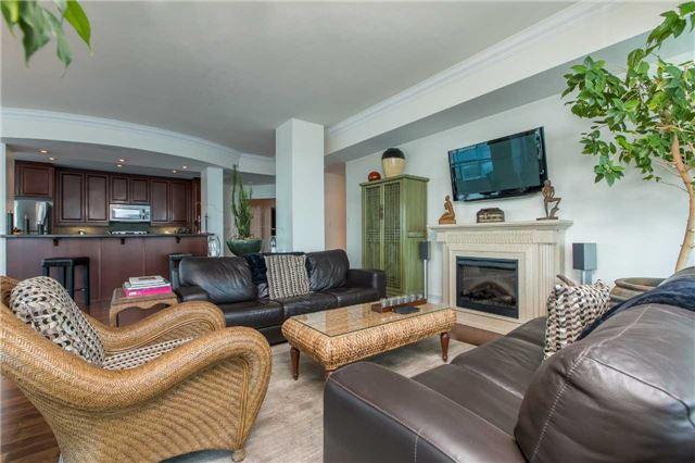 Condo Apartment at 37 Ellen St, Unit 1308, Barrie, Ontario. Image 8