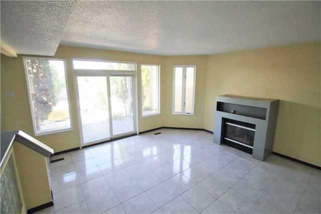 Semi-detached at 157B Cumberland St, Barrie, Ontario. Image 14