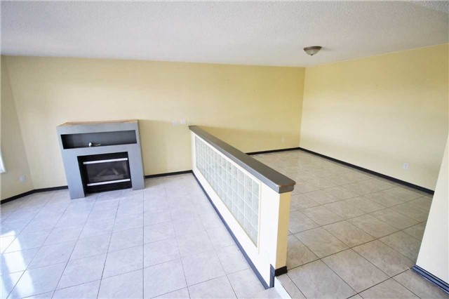 Semi-detached at 157B Cumberland St, Barrie, Ontario. Image 15