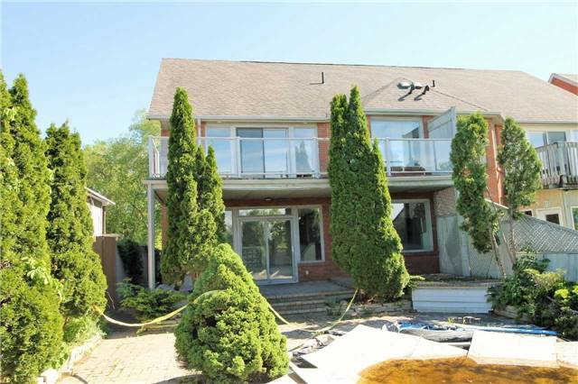 Semi-detached at 157B Cumberland St, Barrie, Ontario. Image 9