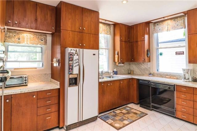 Detached at 105 Sunnidale Rd, Barrie, Ontario. Image 6