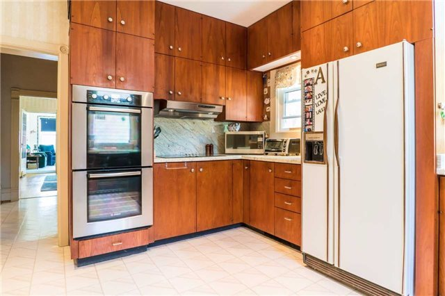 Detached at 105 Sunnidale Rd, Barrie, Ontario. Image 7