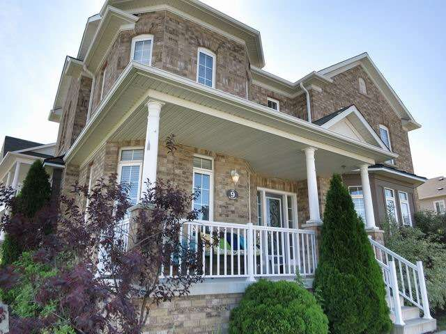 Detached at 9 The Queensway St, Barrie, Ontario. Image 12