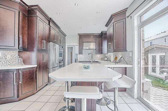 Detached at 9 The Queensway St, Barrie, Ontario. Image 17