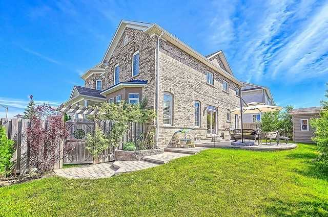 Detached at 9 The Queensway St, Barrie, Ontario. Image 13