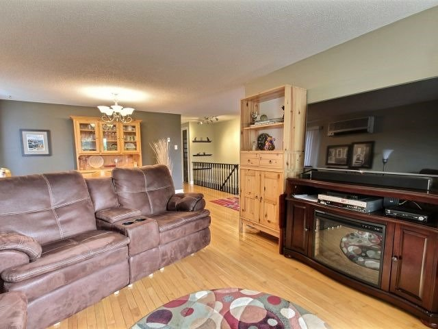Detached at 430 Grove  St E, Barrie, Ontario. Image 12