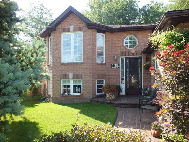 Detached at 128 Crompton Dr, Barrie, Ontario. Image 14