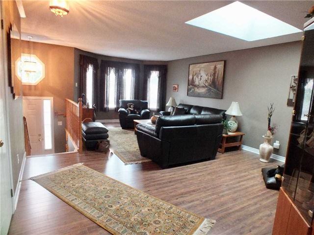 Detached at 128 Crompton Dr, Barrie, Ontario. Image 18