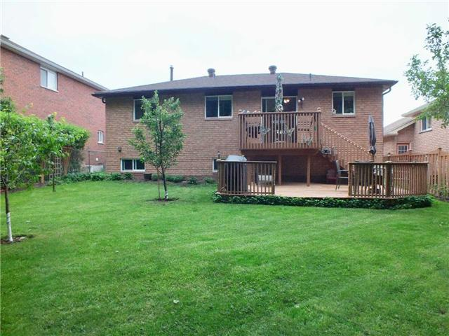Detached at 128 Crompton Dr, Barrie, Ontario. Image 10