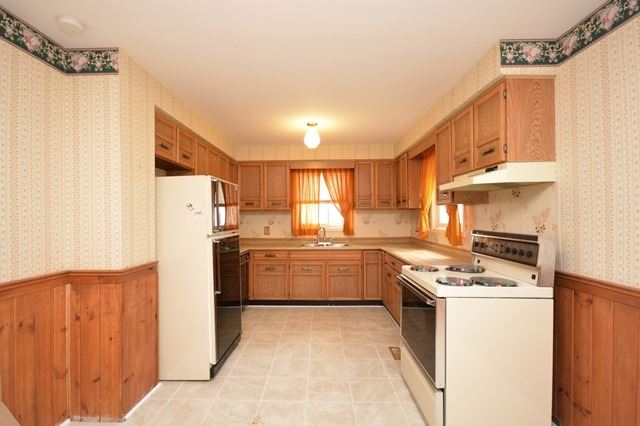 Detached at 203 Browning Tr, Barrie, Ontario. Image 16