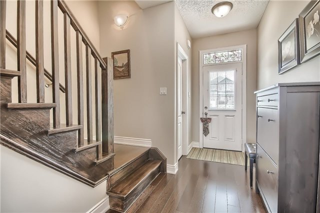 Detached at 48 Booth Lane, Barrie, Ontario. Image 12