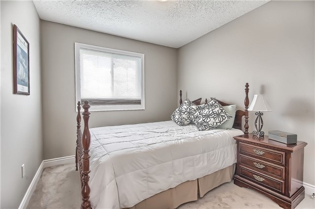 Detached at 48 Booth Lane, Barrie, Ontario. Image 7