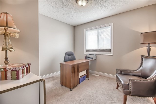 Detached at 48 Booth Lane, Barrie, Ontario. Image 8
