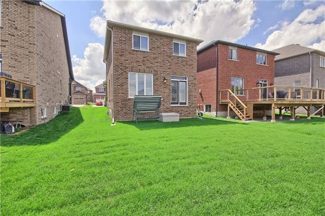 Detached at 48 Booth Lane, Barrie, Ontario. Image 10