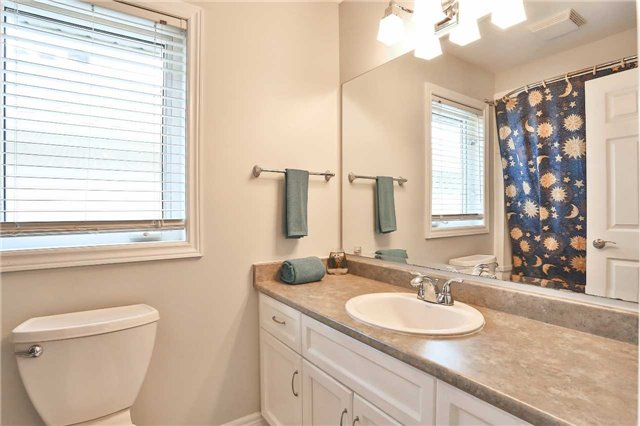 Detached at 73 Balmoral Pl, Barrie, Ontario. Image 4