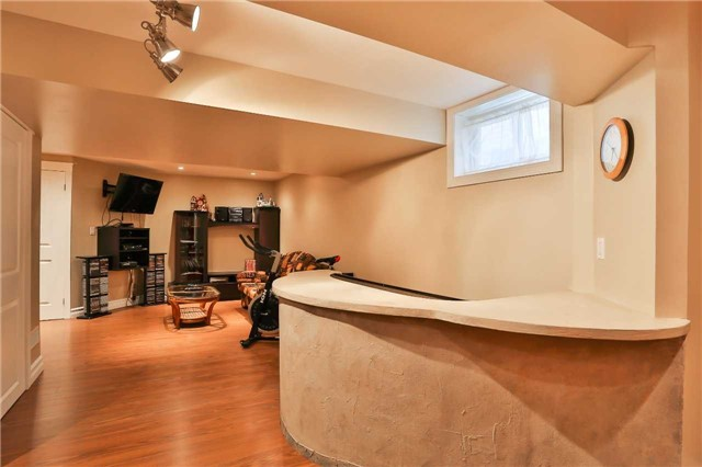 Detached at 73 Balmoral Pl, Barrie, Ontario. Image 7