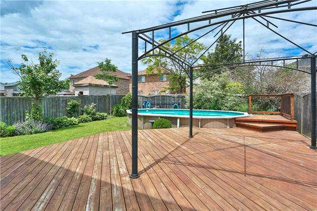 Detached at 73 Balmoral Pl, Barrie, Ontario. Image 10