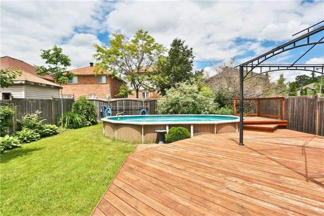 Detached at 73 Balmoral Pl, Barrie, Ontario. Image 11