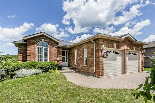 Detached at 55 Wallwins Way, Barrie, Ontario. Image 1