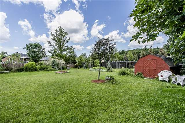 Detached at 55 Wallwins Way, Barrie, Ontario. Image 8