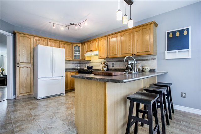 Detached at 55 Wallwins Way, Barrie, Ontario. Image 9