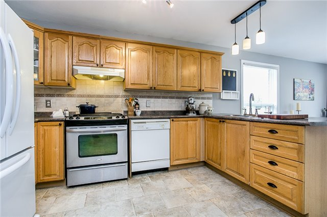 Detached at 55 Wallwins Way, Barrie, Ontario. Image 10