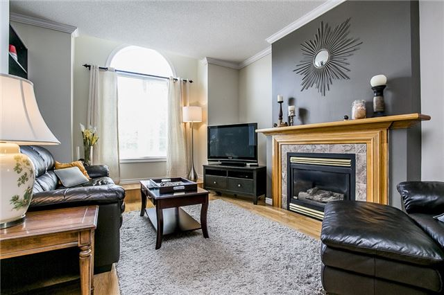 Detached at 55 Wallwins Way, Barrie, Ontario. Image 12