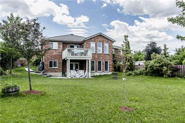 Detached at 55 Wallwins Way, Barrie, Ontario. Image 7