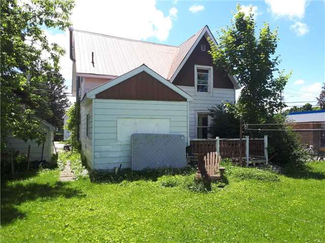 Detached at 43 Burke St, Penetanguishene, Ontario. Image 2