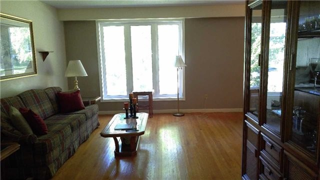 Detached at 223 Rose St, Barrie, Ontario. Image 7